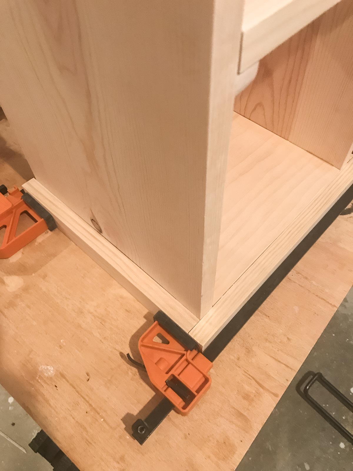 clamping bottom side rails to bookshelf end table
